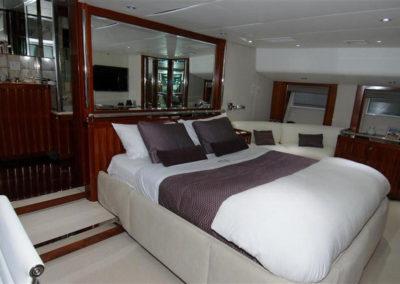 Miniskirt Yacht - Interior